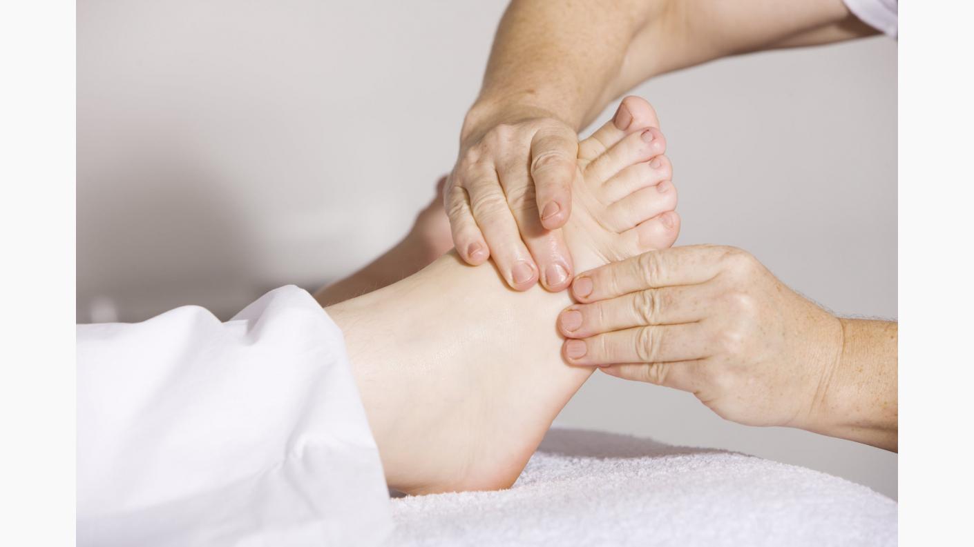 ce cauzează mâncărimea picioarelor în timpul mersului